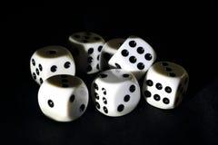Dobbel voor het spelen van een spel royalty-vrije stock afbeeldingen