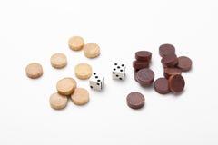 2 dobbelen en houten schaak Stock Foto