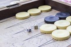 Dobbelt de close-up schone spruit van van backgammon onder open licht royalty-vrije stock afbeelding