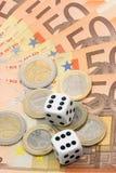 Dobbelt en euro geld Stock Afbeeldingen