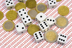 Dobbelt en muntstukken op binaire aantallen Stock Fotografie