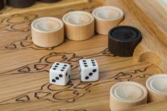 Dobbelt het backgammon speelgebied en royalty-vrije stock afbeeldingen