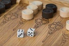 Dobbelt het backgammon speelgebied en stock fotografie