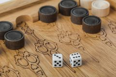 Dobbelt het backgammon speelgebied en royalty-vrije stock fotografie
