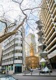 Dobell den minnes- skulpturen är skulpturalt arbete för geometriskt och monumentalt rostfritt stål, historisk gränsmärke arkivbild