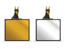 Dobermann avec le panneau carré de signe Image stock