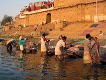 Dobhi dans le Ganges photographie stock libre de droits