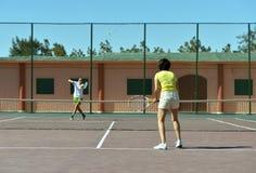 dobiera się bawić się tenisa Zdjęcie Royalty Free