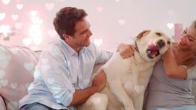 Dobiera się bawić się z psem na leżance przeciw ilustracji serca