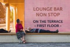 Dobiera się brać odpoczynek przy expo 2015 w Mediolan, Włochy obrazy royalty free