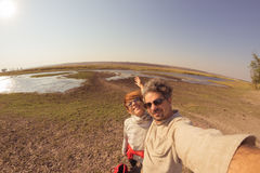 Dobiera się brać selfie na Chobe rzece, Namibia Botswana granica, Afryka Fisheye widok od above, stonowany wizerunek Chobe park n Zdjęcia Stock