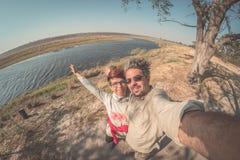 Dobiera się brać selfie na Chobe rzece, Namibia Botswana granica, Afryka Fisheye widok od above, stonowany wizerunek Chobe park n Zdjęcie Stock