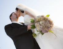 dobiera się całowanie ślub obrazy stock