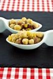 Dobiera się chickpea gulasz na łupkowe stołowe maty Obraz Royalty Free