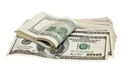 Doblado cientos billetes de dólar aislados en blanco Foto de archivo libre de regalías