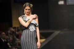 Doble B stellt Sammlung bei Pasarela Flamenca Jerez 2015 zur Schau Lizenzfreie Stockfotos