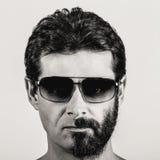 Doble personalidad - retrato del hombre con la cara afeitada mitad Imagenes de archivo