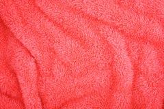 Dobleces suaves de la toalla rosada Imagen de archivo libre de regalías
