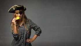 Doblone mordace dell'oro del cioccolato del pirata immagini stock libere da diritti