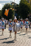 Dobosz dziewczyn marsz na miasto dniu Obrazy Stock