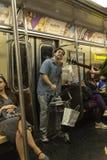 Dobosz i gitarzysta bawić się w Miasto Nowy Jork, usa fotografia stock