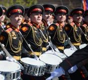 Dobosze Moskwa militarna muzyczna szkoła w placu czerwonym podczas Ogólnej próby parada dedykowali rocznicę th Zdjęcie Royalty Free
