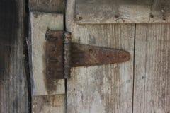 Dobradiça de porta velha Imagens de Stock