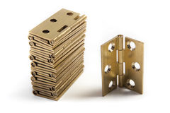 Dobradiças para portas Bronze dourado No branco foto de stock