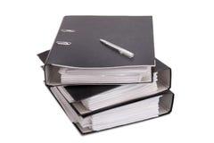 Dobrador com papéis de negócio em um fundo branco Imagem de Stock