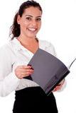 Dobrador de sorriso feliz da terra arrendada da mulher de negócio foto de stock