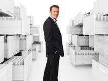 Dobrador e homem do gabinete de arquivo Imagens de Stock