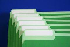 Dobradores de arquivo com etiquetas em branco imagens de stock