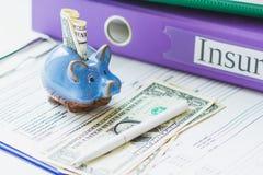Dobradores, mealheiro com dólares americanos Fotografia de Stock Royalty Free