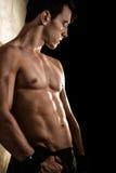 Dobramento atlético do homem fotografia de stock
