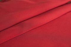 Dobras do pano vermelho fotografia de stock