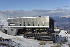 Dobratsch toppmötehus, Carinthia, Österrike Royaltyfri Fotografi