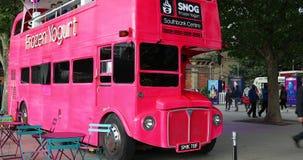 Dobro Decker Red Bus Food Truck do vintage em Londres filme