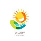 Dobroczynność loga projekta szablon Abstrakcjonistyczny kolorowy słońce na ludzkiej ręce ilustracja wektor