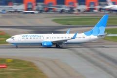 Dobrolet Boeing 737-800 VQ-BTG som tar av på Sheremetyevo den internationella flygplatsen Arkivfoton