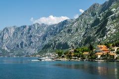 Dobrota stad i fjärden av Kotor i solig dag Fotografering för Bildbyråer