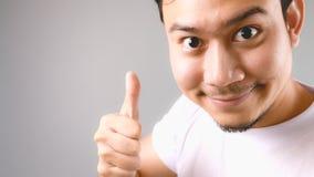 Dobry dla ciebie, twarzy i kciuka, up podpisuje Zdjęcia Stock
