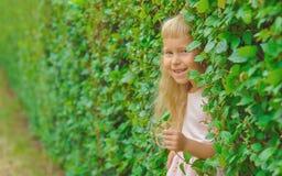 Dobry i mała dziewczynko outdoors Obrazy Royalty Free
