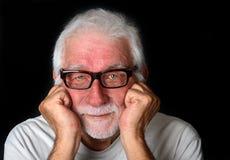 Dobry przyglądający starszy mężczyzna z życzliwym uśmiechem Fotografia Royalty Free