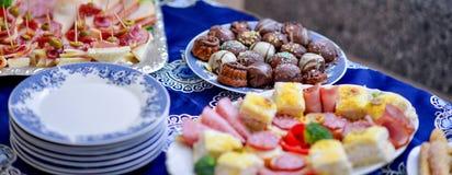 Dobrze dekorujący cateringu bankieta stół zdjęcia stock