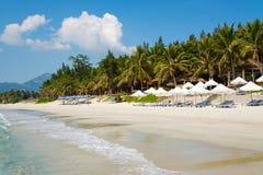 Doc让与白色沙子,越南的海滩 免版税库存照片