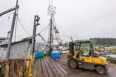 Doca da pesca na manhã com dia nebuloso fotografia de stock