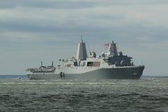Doca da plataforma da aterrissagem de USS San Antonio da marinha de Estados Unidos durante a parada dos navios na semana 2015 da  Fotografia de Stock