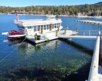 Doca de espera do barco da roda de pás da rainha da seta do lago foto de stock royalty free