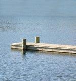 Doca de madeira no azul Imagens de Stock