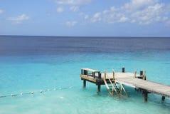 Doca do barco em águas tropicais Imagem de Stock Royalty Free